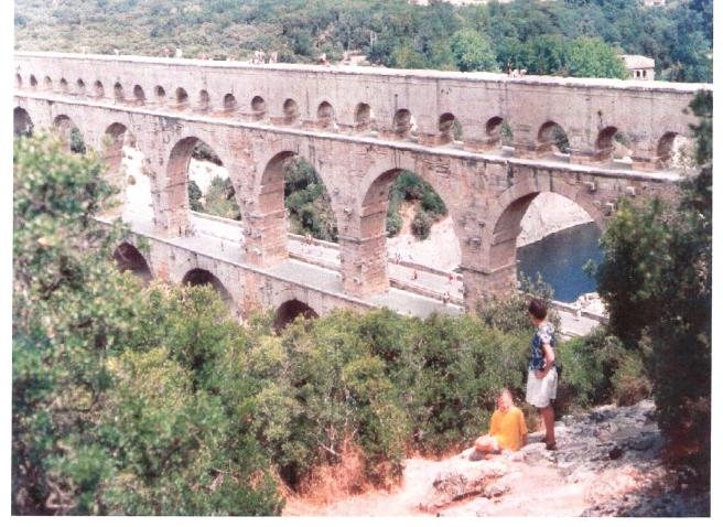 aqueduct-pont-du-gard